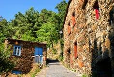 Petit village de montagne typique de schiste Images libres de droits