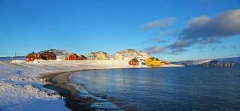Petit village en Norvège du nord Photographie stock