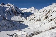 Petit village en vallée de formazza en hiver Images libres de droits