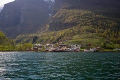 Petit villege norvégien dans Aurlandsfjord image libre de droits