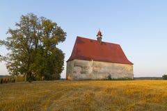 Petite église de pays Photographie stock libre de droits