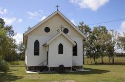 Petite église de village Images libres de droits