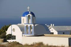 Petite église orthodoxe chez Santorini, Grèce photos libres de droits