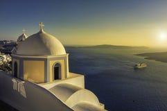 Petite église traditionnelle dans Thira, Santorini, Grèce Image stock