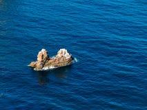 Petite île dans l'océan Photographie stock