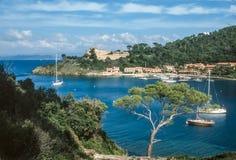 Petite île des hôtes de port Images libres de droits