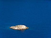 Petite île - roche images stock