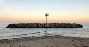 Petite île rocheuse dans le lac Michigan Image libre de droits