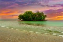 Petite île tropicale de l'Océan Indien Photographie stock libre de droits