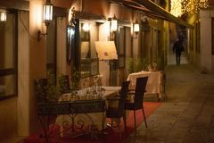 Petite allocation des places romantique de soirée en italien Venise photos libres de droits