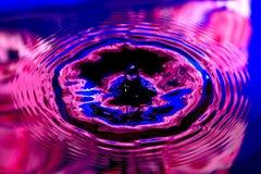 Petite baisse colorée de l'eau Photos libres de droits