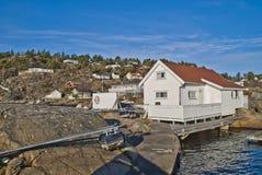 Petite cabine par le bord de la mer Photo stock