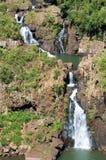 Petite cascade à écriture ligne par ligne chez Iguazu Falls Photographie stock libre de droits