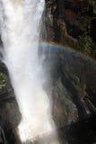 Petite cascade à écriture ligne par ligne dans Iguazu Falls en Argentine Photos libres de droits