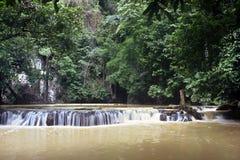 Petite cascade à écriture ligne par ligne, Thaïlande Photographie stock libre de droits
