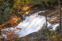 Petite cascade dans la réserve forestière de Pisgah Photographie stock libre de droits