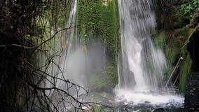 Petite cascade de ressort de montagne, Grèce clips vidéos