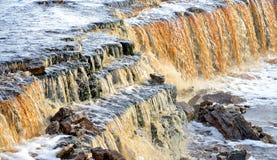 Petite cascade sur la rivière de Tosna Photographie stock libre de droits