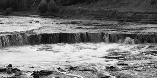 Petite cascade sur la rivière de Tosna Image stock