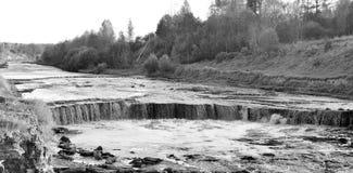 Petite cascade sur la rivière de Tosna Photographie stock