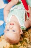 Petite chéri jouant avec des jouets Photographie stock libre de droits