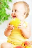 Petite chéri mangeant la pomme Photo libre de droits