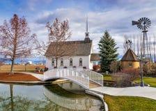 Petite chapelle de mariage dans le pays Images libres de droits