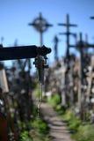 Petite croix à la colline des croix image libre de droits