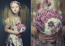 Petite dame avec le bouquet Photos stock