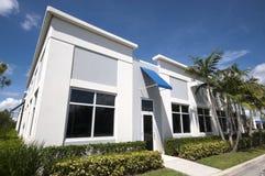 Petite entrée d'immeuble de bureaux Image libre de droits