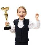 Petite femme d'affaires avec faire des gestes heureux de tasse d'or Photographie stock