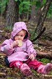 Petite fille à l'extérieur Photographie stock libre de droits