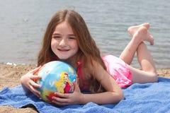 Petite fille à la plage Photos libres de droits