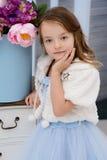 Petite fille à sa maison Photos libres de droits