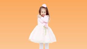 Petite fille élégante dans une robe rose Photos stock