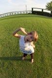 Petite fille étant maladroite Photographie stock libre de droits
