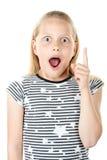 Petite fille étonnée se dirigeant avec le doigt Image stock