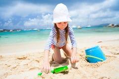 Petite fille adorable à la plage Photo libre de droits