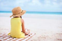 Petite fille adorable à la plage Images libres de droits