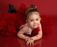 Petite fille adorable dans le tutu rouge de pettiskirt Images libres de droits
