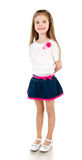 Petite fille adorable de sourire dans la jupe d'isolement photographie stock libre de droits