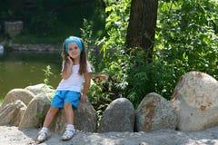 Petite fille adorable en parc Images libres de droits