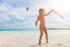 Petite fille adorable à la plage Photo stock