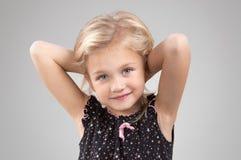 Petite fille adorable regardant l'appareil-photo Photo libre de droits