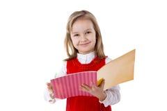 Petite fille affichant un livre Photos stock