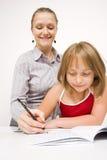 Petite fille apprenant à écrire image libre de droits