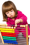 Petite fille apprenant avec l'abaque Image stock