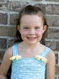 Petite fille après la natation images libres de droits