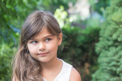 Petite fille attirante avec de longs cheveux Images libres de droits