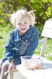 Petite fille au pique-nique Photos stock
